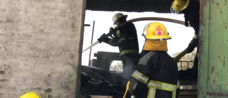 Importante  incendio en un depósito.