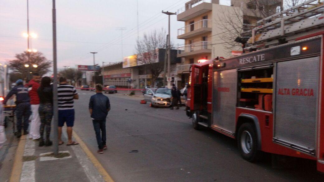 Impactante accidente deja como saldo tres heridos