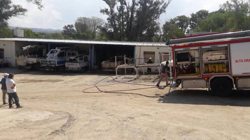 Incendio de una camioneta