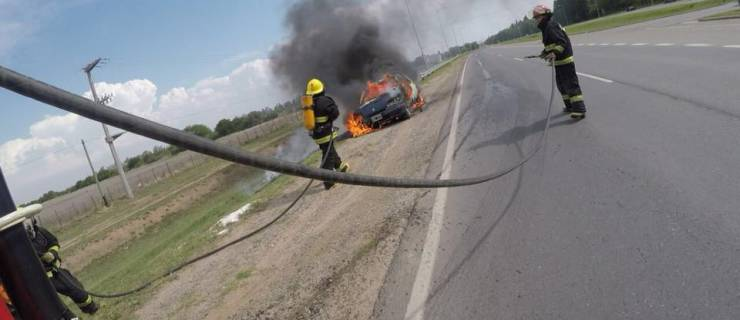 Se incendió un vehículo sobre Ruta Provincial Nº5